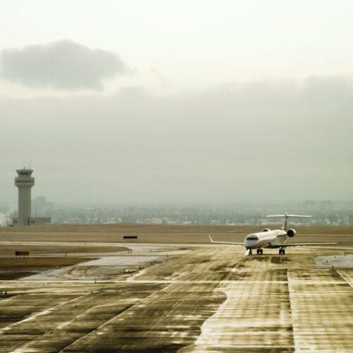 hvor meget forurener et fly