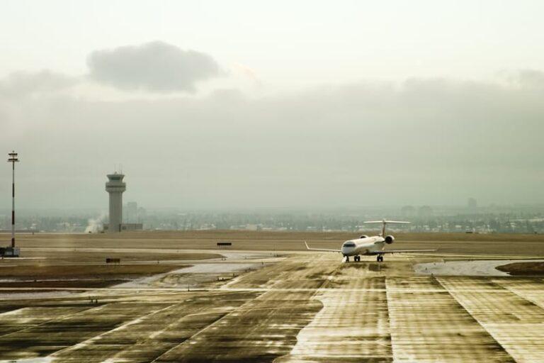 Hvor meget co2 udleder et fly